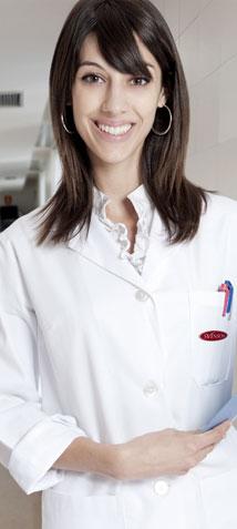 Mujer especialista en salud capilar